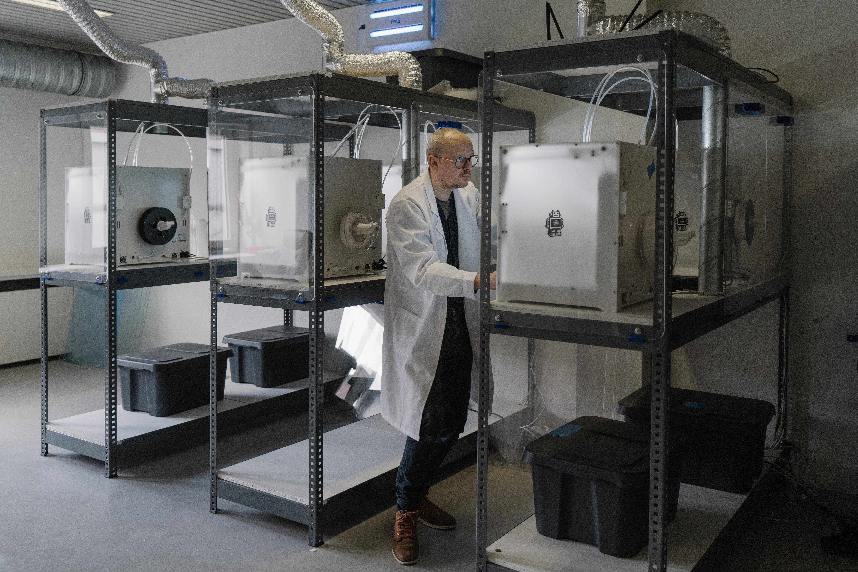 What Sets an Industrial 3D Printer Apart from a Hobbyist 3D Printer?